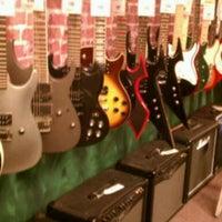 11/9/2011 tarihinde Larry D.ziyaretçi tarafından Guitar Center'de çekilen fotoğraf
