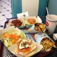 6/9/2012 tarihinde Annie I.ziyaretçi tarafından Yesterday American Diner'de çekilen fotoğraf