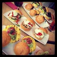 Photo prise au Stax Burger Bistro par Rob A. le5/20/2012