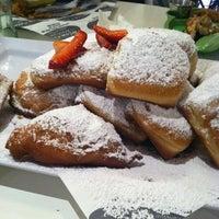 Das Foto wurde bei Artisan Foods Bakery & Café von Sharon T. am 8/25/2012 aufgenommen