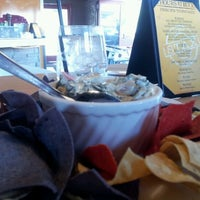 Photo prise au Stax Burger Bistro par Sherry T. le3/7/2012