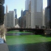 3/17/2012 tarihinde Cristina P.ziyaretçi tarafından Chicago Riverwalk'de çekilen fotoğraf