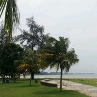 รูปภาพถ่ายที่ Pantai Mersing โดย Ska A. เมื่อ 8/4/2012