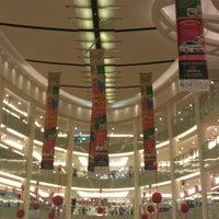 Photo prise au Emporium Pluit Mall par HAIDY D. le6/17/2012