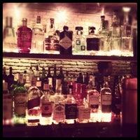 Foto tomada en Ultramarinos Hendrick's Bar por Denis A. el 7/31/2012