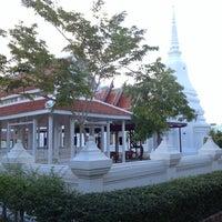 รูปภาพถ่ายที่ วัดพระบรมธาตุไชยาราชวรวิหาร โดย Ratana Y. เมื่อ 8/4/2012