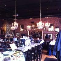 Foto tirada no(a) Mother's Bistro & Bar por Nic C. em 3/13/2012