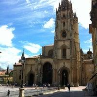 Foto tomada en Catedral San Salvador de Oviedo por Roosevelt F. el 6/10/2012