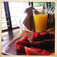 Photo prise au Empire Cafe par Lora B. le7/15/2012