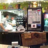 รูปภาพถ่ายที่ Waikikie Hawaiian BBQ โดย Evan C. เมื่อ 4/14/2012