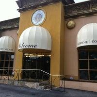 Photo prise au Corner Cafe & Buckhead Bread Company par Christopher M. le10/12/2011