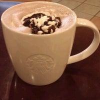 รูปภาพถ่ายที่ Starbucks โดย Amanda A. เมื่อ 10/2/2011