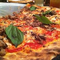 Das Foto wurde bei Best Pizza von Neil S. am 8/22/2012 aufgenommen