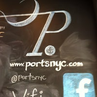 Photo prise au Ports Coffee & Tea Co. par Mat Z. le6/23/2012
