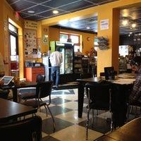 Foto tirada no(a) Lemonjello's Coffee por GRhomes.com / J. em 1/19/2012
