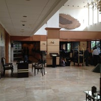 Foto diambil di The Tiara Hotel & Convention Center oleh Mukhizam M. pada 3/23/2012