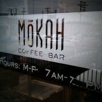 Das Foto wurde bei Mokah Coffee & Tea von J. Damany D. am 2/15/2012 aufgenommen