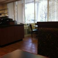 4/10/2012 tarihinde Devin C.ziyaretçi tarafından Hyland Hall (University of Scranton)'de çekilen fotoğraf