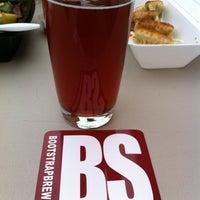 Foto tomada en Bootstrap Brewing por Cyn el 7/18/2012