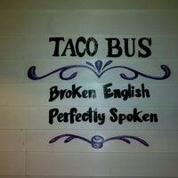 Foto tirada no(a) Taco Bus por John H. em 11/26/2011