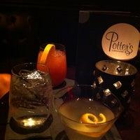 Foto tomada en Potter's Lounge por Laura O. el 7/22/2012