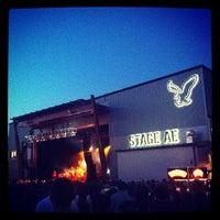 รูปภาพถ่ายที่ Stage AE โดย Monica T. เมื่อ 6/23/2012