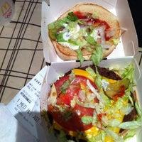 Foto tomada en McDonald's por yrummy el 9/8/2011