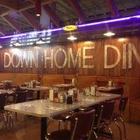 Das Foto wurde bei Down Home Diner von SHOE B. am 5/14/2012 aufgenommen