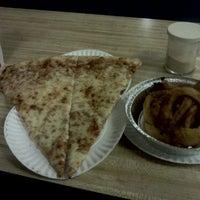 Foto tirada no(a) Maria's Lounge & Restaurant por Matthew P. em 11/11/2011
