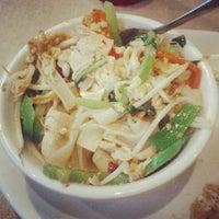 Снимок сделан в Lulu's Thai Noodle Shop пользователем Jimmy M. 6/29/2012