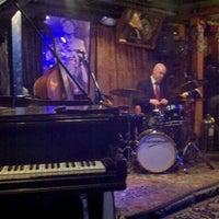 Das Foto wurde bei Smalls Jazz Club von Matt S. am 1/26/2012 aufgenommen