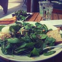 Foto tomada en Sprout Cafe por Chelsea L. el 6/10/2012