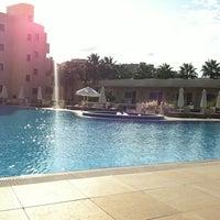 รูปภาพถ่ายที่ Vuni Palace Hotel โดย Marloes L. เมื่อ 10/17/2011