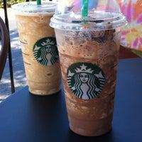 รูปภาพถ่ายที่ Starbucks โดย Chris M. เมื่อ 5/5/2012