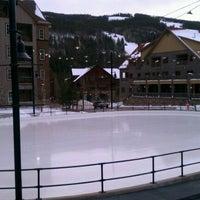 Das Foto wurde bei Dercum Square Ice Rink von Jeff W. am 2/1/2012 aufgenommen