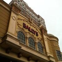รูปภาพถ่ายที่ Bally's Casino & Hotel โดย Anthony M. เมื่อ 8/25/2012