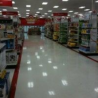 Foto tirada no(a) Target por Michael L. em 1/15/2012