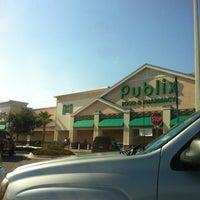 Foto diambil di Publix oleh Brian S. pada 9/4/2012