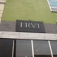 รูปภาพถ่ายที่ TRVE Brewing Co. โดย LeVar B. เมื่อ 6/27/2012