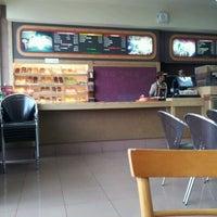 2/22/2012 tarihinde Fiannus K.ziyaretçi tarafından Dunkin Donuts'de çekilen fotoğraf