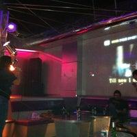 Foto tomada en Chorus Karaoke & Lounge por Alan W. el 1/16/2011