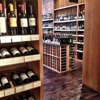 6/20/2012 tarihinde Stefieziyaretçi tarafından Flatiron Wines & Spirits - Manhattan'de çekilen fotoğraf