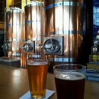 Das Foto wurde bei Chelsea Brewing Company von Ulltra .. am 6/15/2012 aufgenommen