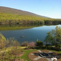 Photo prise au Rocky Gap Casino Resort par Lourdes M. le4/21/2012