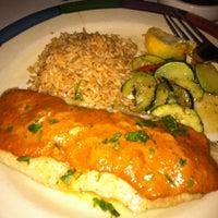 รูปภาพถ่ายที่ Cantina Laredo โดย Michelle B. เมื่อ 2/15/2012