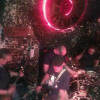 Foto tirada no(a) 12 Bar Club por Joe J. em 4/14/2012