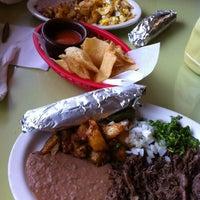 รูปภาพถ่ายที่ El Milagrito Cafe โดย Ernesto F. เมื่อ 6/30/2012