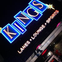 Foto diambil di Kings Dining & Entertainment oleh Jeff B. pada 5/6/2012