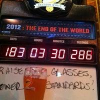 Foto tirada no(a) The Brick: Charleston's Favorite Tavern por Brad T. em 6/22/2012