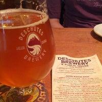 Das Foto wurde bei Deschutes Brewery Bend Public House von Don B. am 8/20/2012 aufgenommen